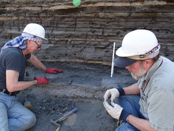 04 From left to right: Ross McPhee (AMNH) and Ken Rose (Johns Hopkins Univ.) digging meticulously the layer for fossils