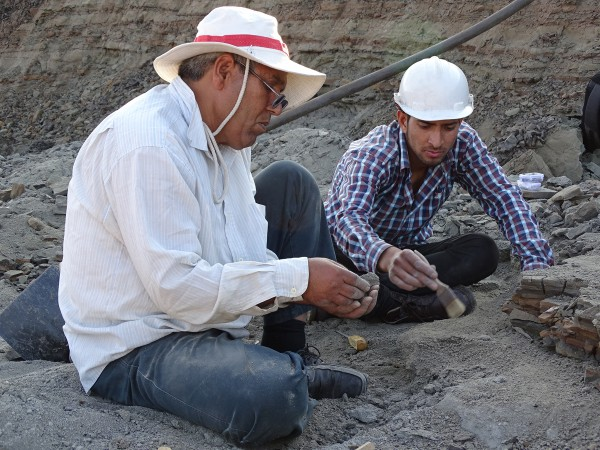 05 From left to right: Rajendra S. Rana and his student Satich (Garhwal Univ.) found vertebrate remains