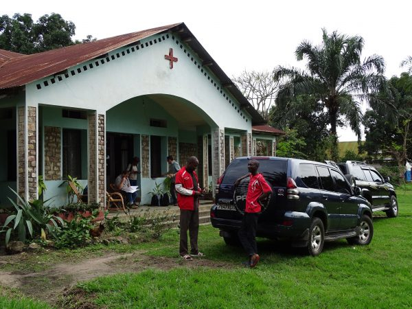 04 Arrival with our two field vehicles at Gungu where we stay for 5 days in the mission of sisters St Joseph of Torino