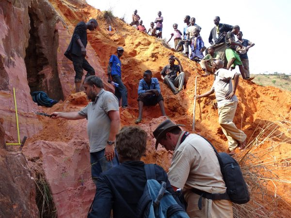 13 Sampling of the Lukwila section: Florias Mees (CRGM) cleans the outcrop; Thierry De Putter (CRGM) describes the sediment; Nicole Kitambala Yaya (CRGM, from back) collects samples