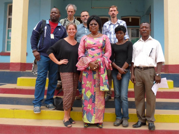 04 The team with the mayor of Boma (Marie-Josée Niongo Nsuami)