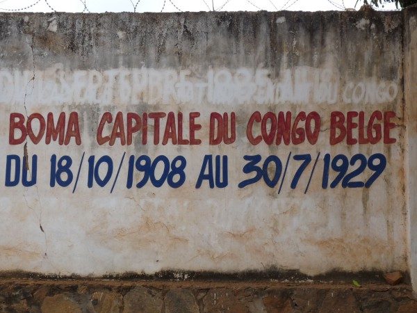 05 An inscription near the city hall reminds the history of Boma
