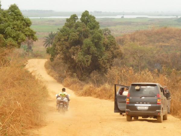 07 On the trail to Manzadi village