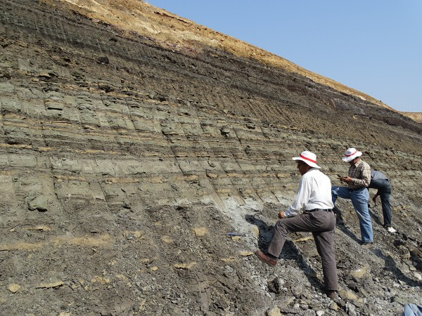 02 First prospecting for fossil remains by Rajendra S. Rana (Garhwal Univ.) and Kishor Kumar (Wadia Inst.)